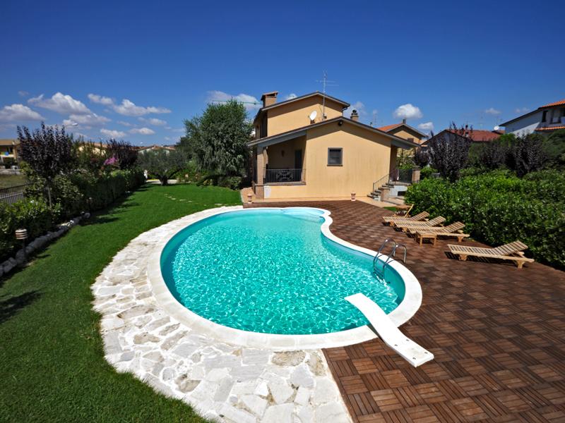 Perch usare la copertura per la piscina anche d estate for Perche nettoyage piscine