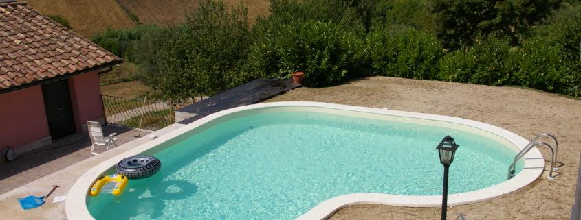 Piscine interrate anche per piccoli giardini beautypool - Piscine in vetroresina usate ...